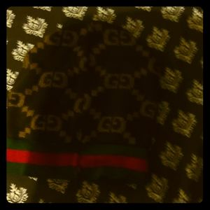 GG chocolate and tan  gucci scarf and beanie  hat